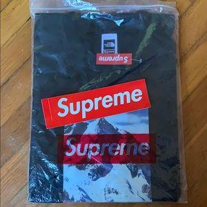 Supreme x Northface Tshirt